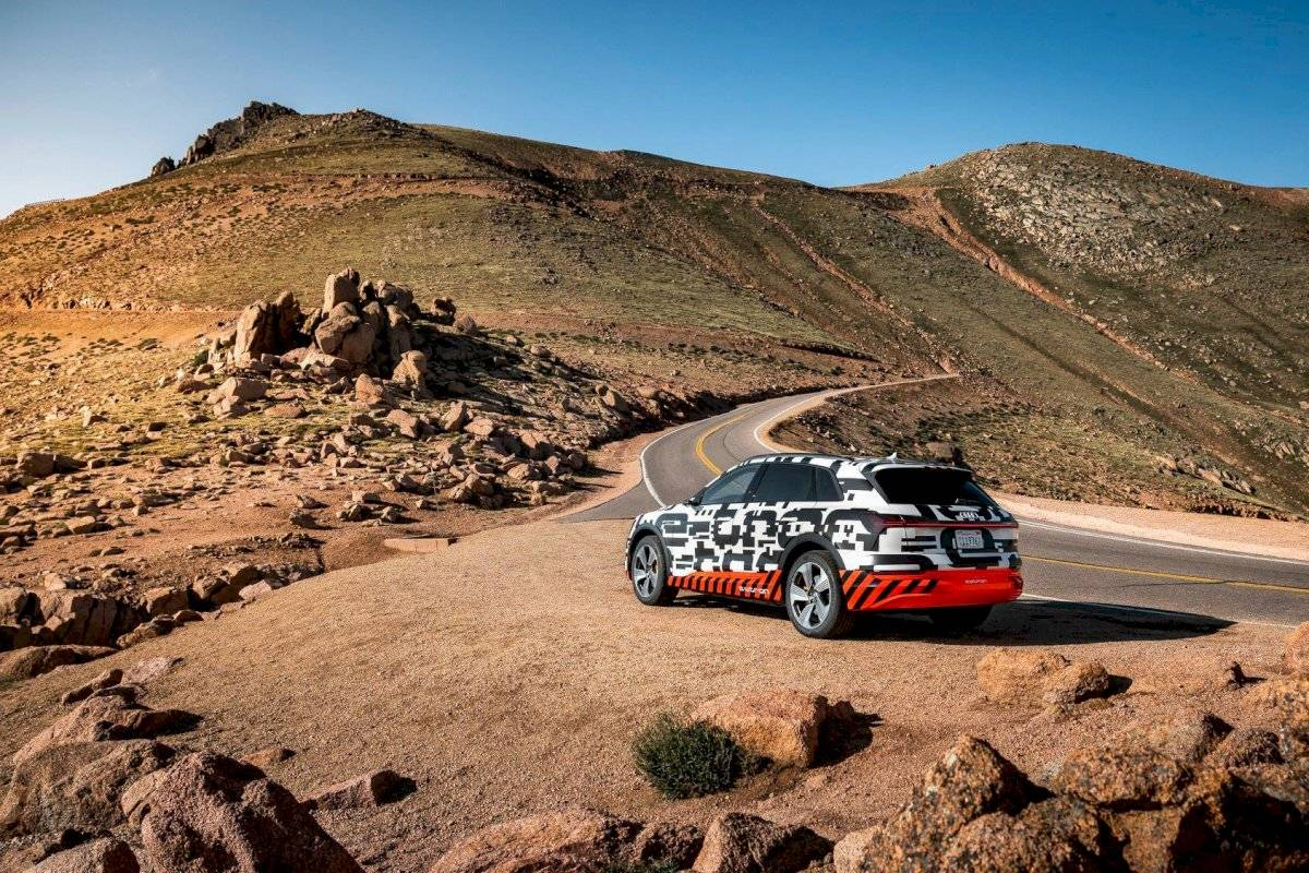 Audi-E-Tron-2018-13