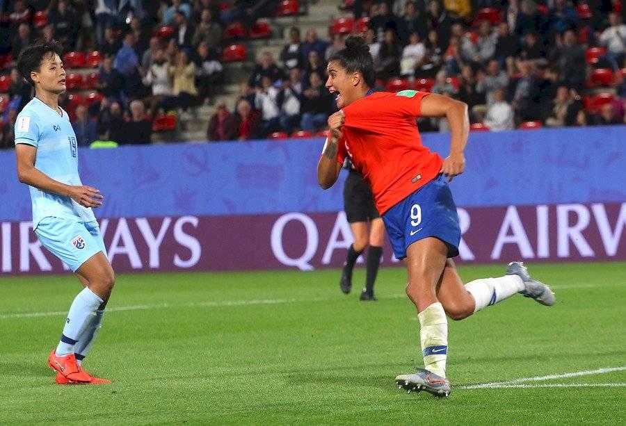 María José Urrutia, celebrando el primer gol anotado por una chilena en un Mundial adulto femenino / Foto: Agencia UNO
