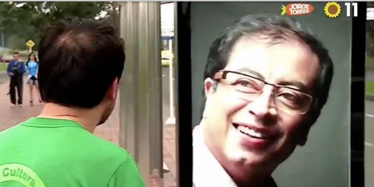 Reviven curioso video de concejal alegando con una valla publicitaria de Gustavo Petro