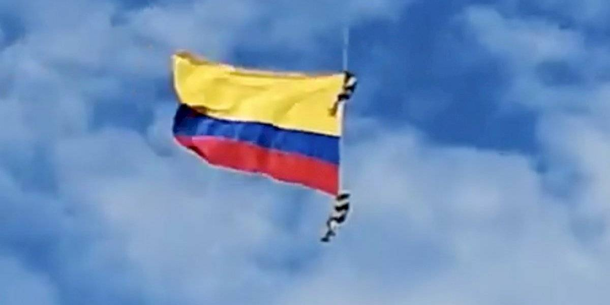 Video: El momento en el que dos militares colombianos mueren tras caer al vació durante un acto oficial