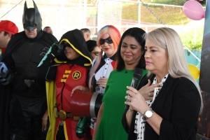 Gobernadora Wanda Vázquez recorre escuela en Guaynabo