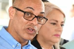 Eligio Hernández y la gobernadora Wanda Vázquez Garced