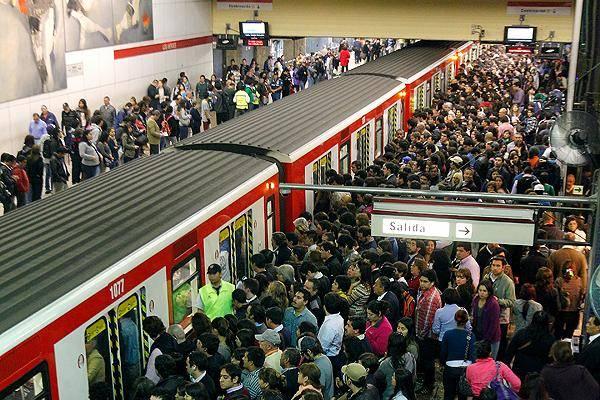 La bacteria más abundante en el Metro de Santiago es la que causa el acné