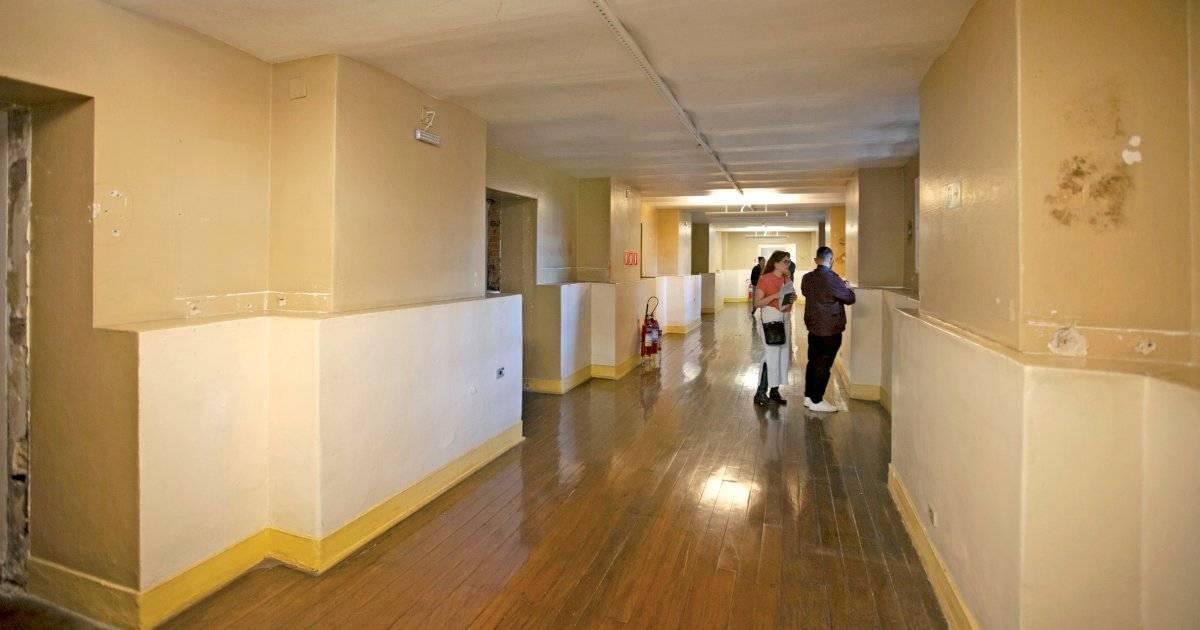 Como um dos corredores ficou após intervenção que deu lugar a salas de escritório e arquivo André Porto/Metro