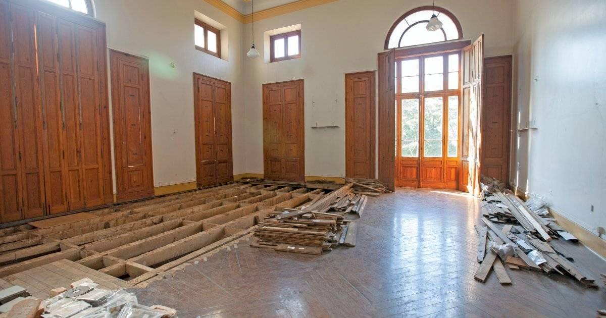 Com a umidade, as estruturas que sustentam os pisos de madeira de algumas salas acabaram cedendo e serão recuperadas André Porto/Metro