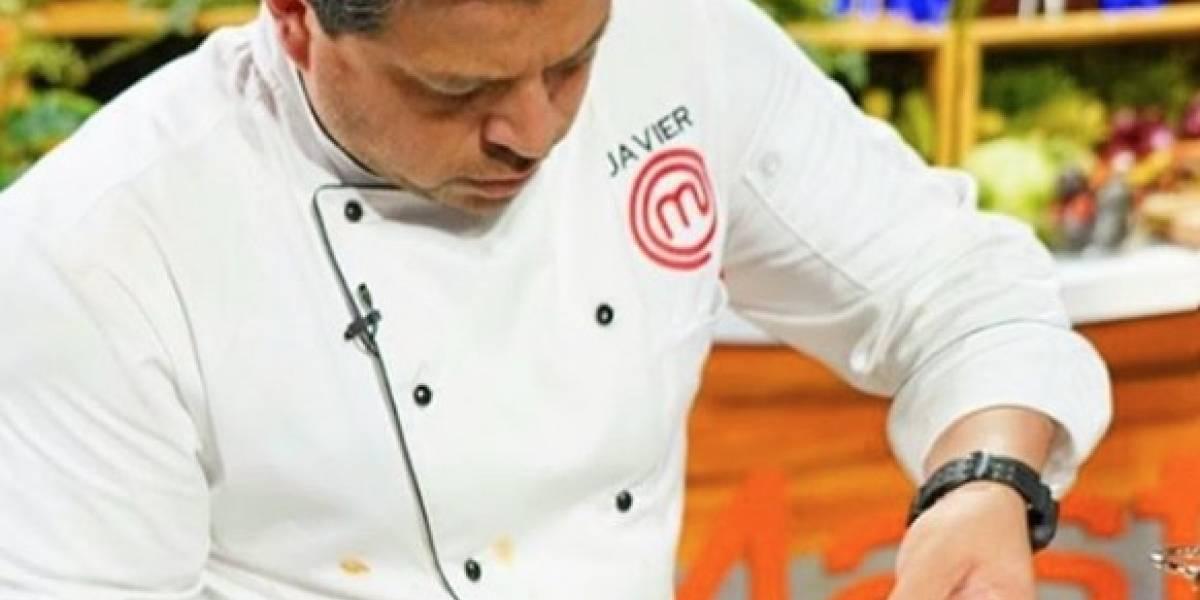 Javier Seañez dona su tiempo enseñando cocina a mujeres maltratadas