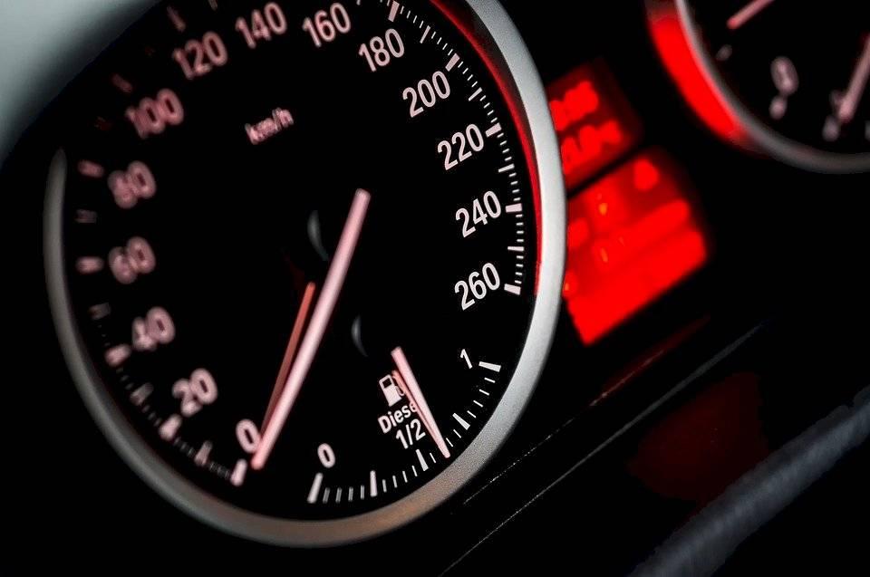 velocidadauto-c1ec7e115b9373a3568e50b2d60e586b.jpg