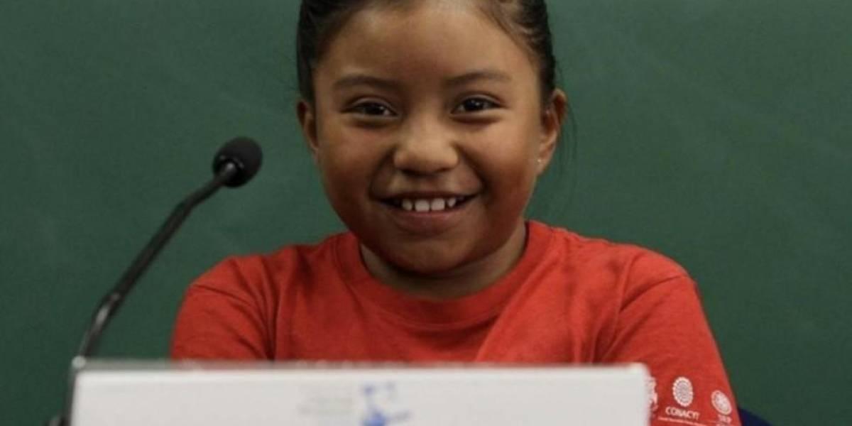Niña mexicana recibe reconocimiento y premio de ciencia gracias a sus aportes