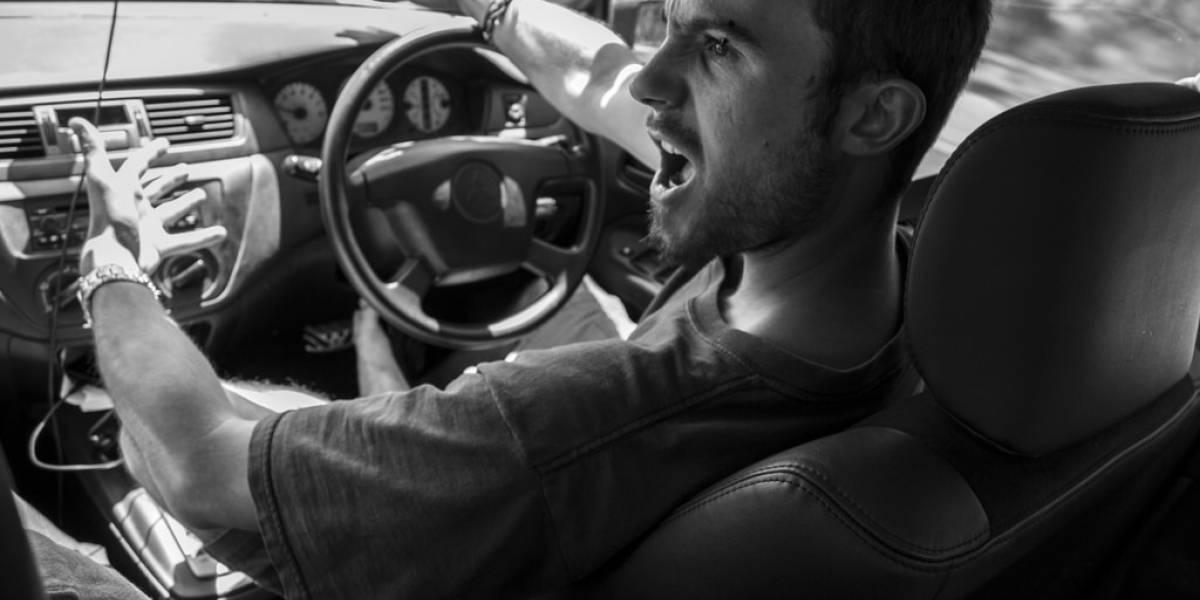 ¿Te pones de malas cada que te subes al auto y te peleas con todos al manejar?