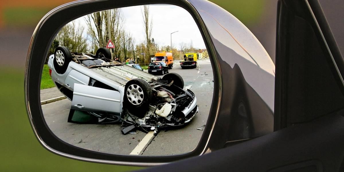 ¿Qué hacer si tienes que realizar una llamada de emergencia mientras estás manejando?