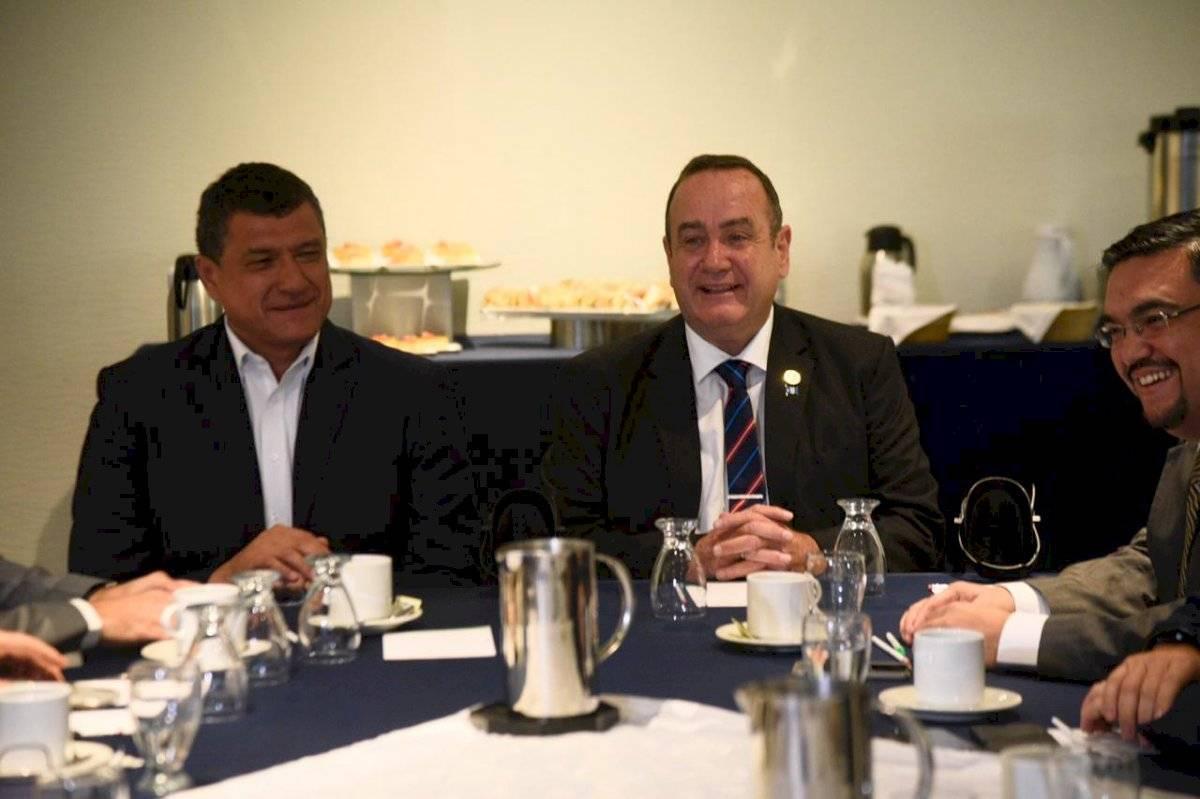 Guillermo Castillo yAlejandro Giammattei, vicepresidente y presidente electo, respectivamente. Foto: Herlindo Zet
