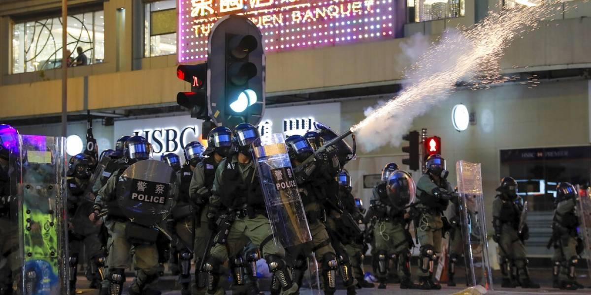 """Se han usado """"armas menos letales de manera prohibida"""": Bachelet condena represión de manifestantes en Hong Kong"""