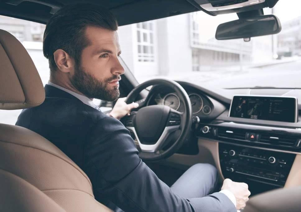 pasar un tiempo a solas en el auto