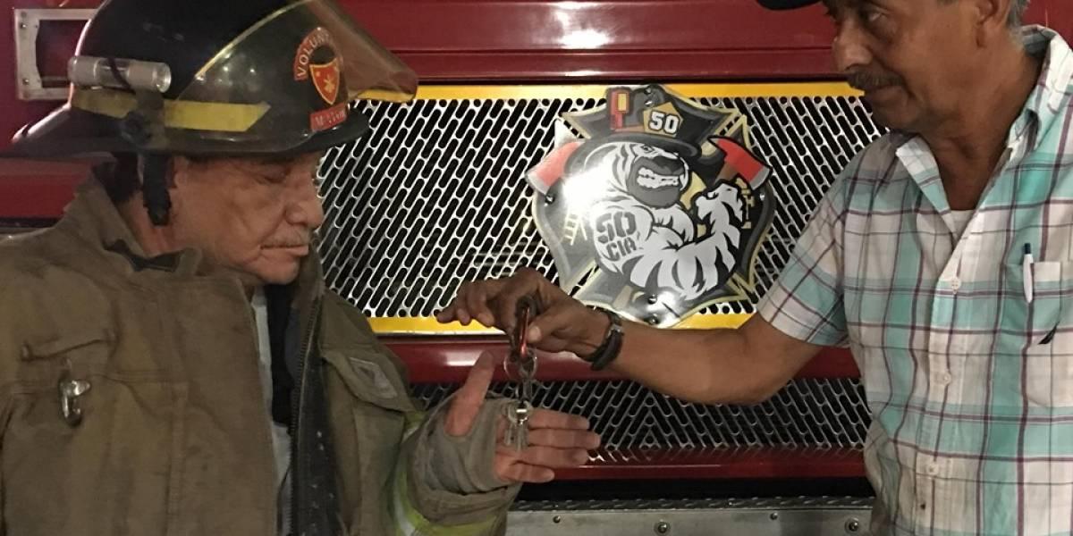 Bomberos Voluntarios reciben una motobomba donada por vecinos