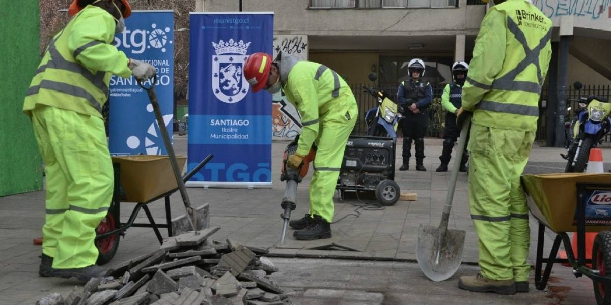 Vecinos tendrán un espacio de encuentro: Municipalidad de Santiago rescata la Plaza Pedregal