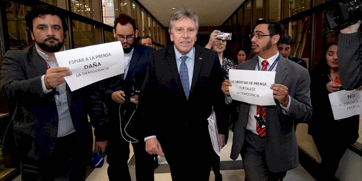 Colegio de Periodistas rechazó espionaje contra el investigador Mauricio Weibel por parte del Ejército