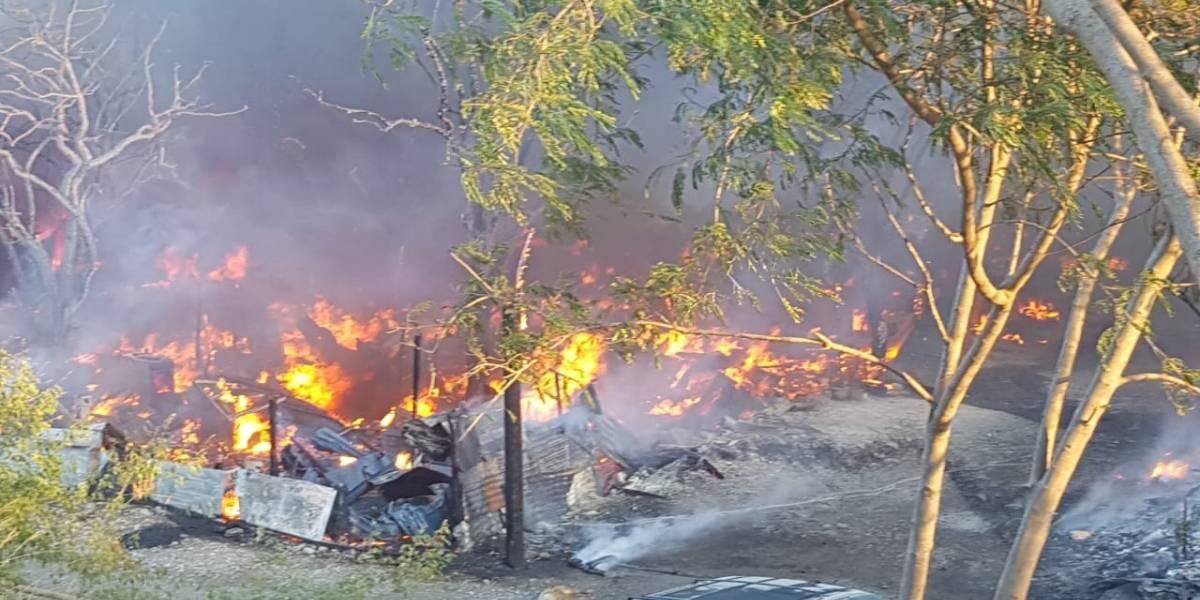 Incendio arrasa con 80 tejabanes en Guadalupe