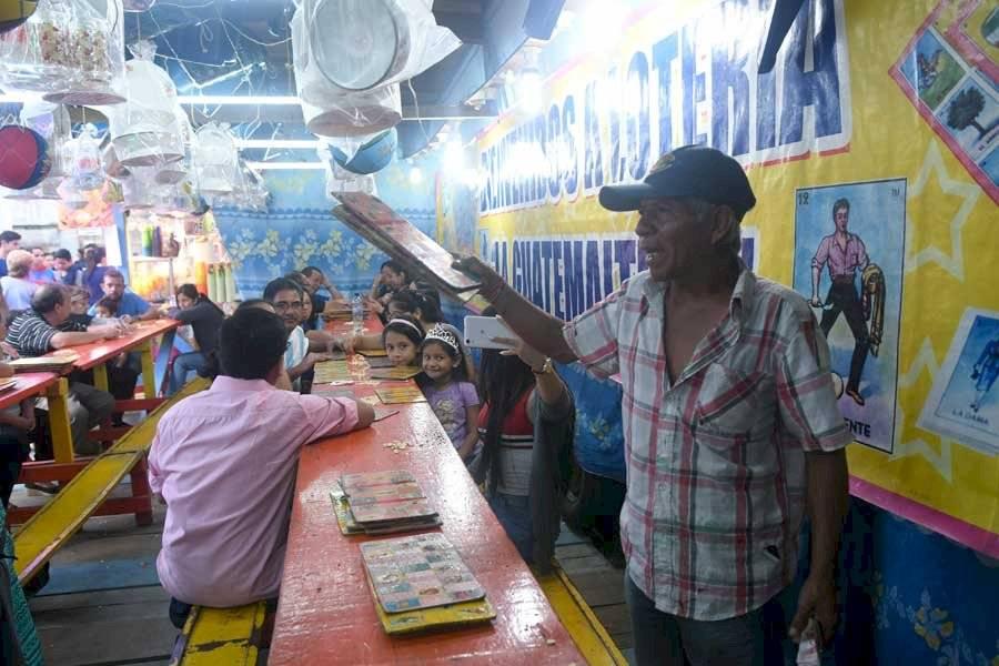 Lotería en la feria de Jocotenango