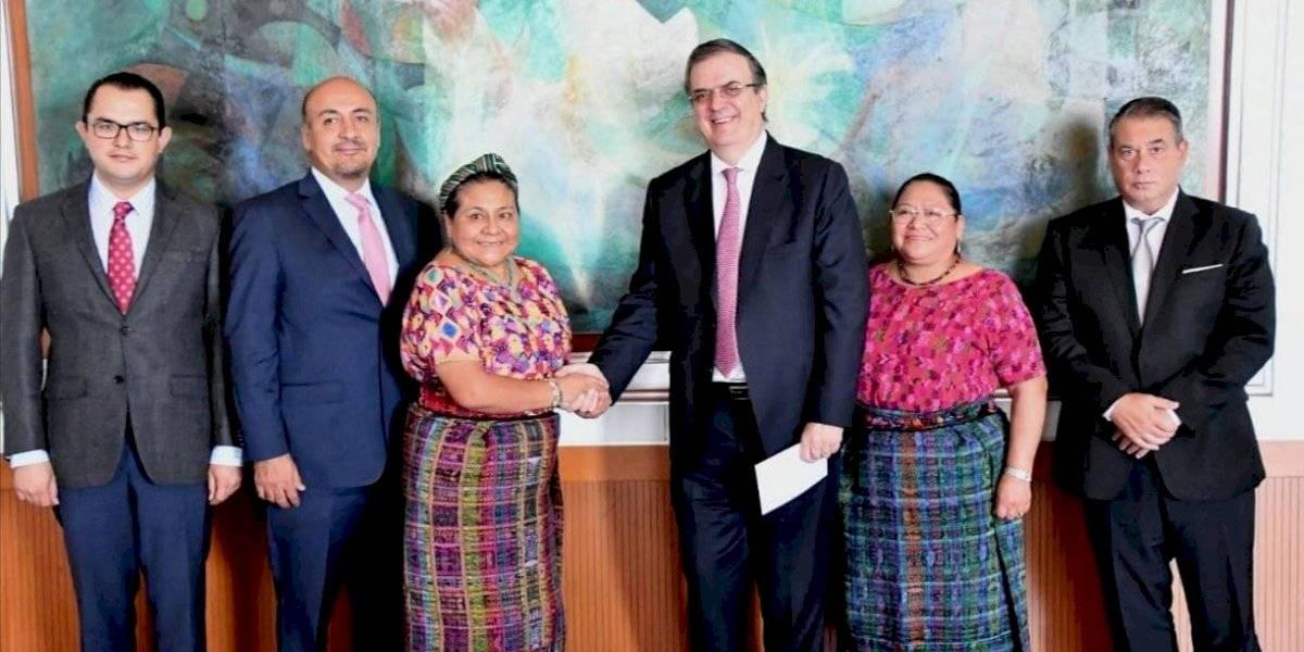 Ebrard presenta Plan de Desarrollo Integral a Rigoberta Menchú