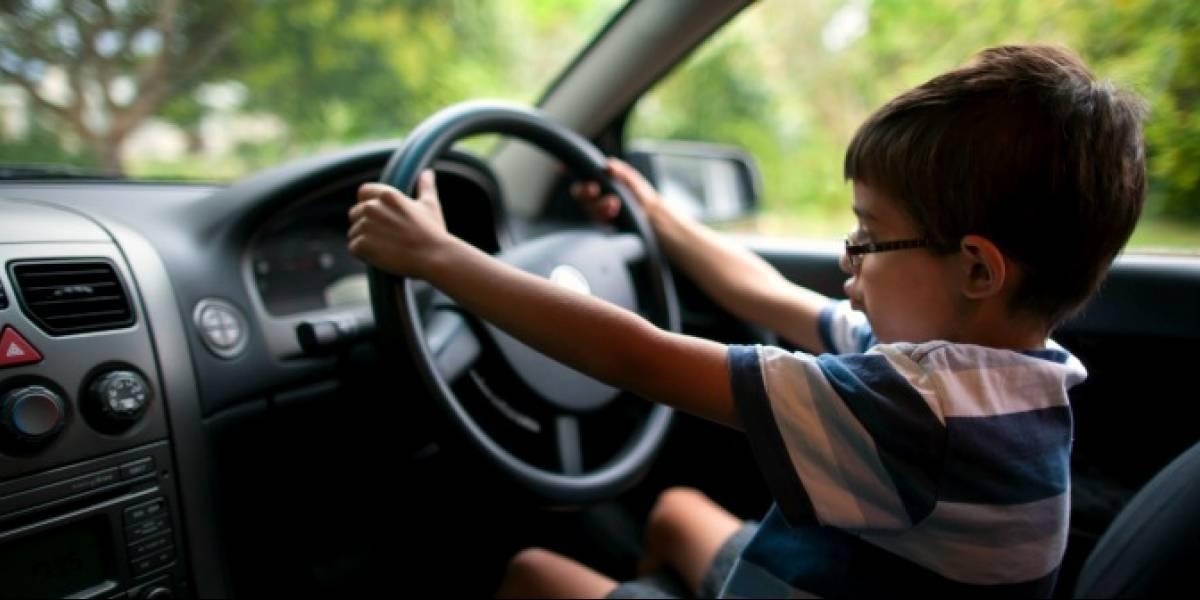 Niño se roba el auto de su hermano para irse a vivir con un extraño