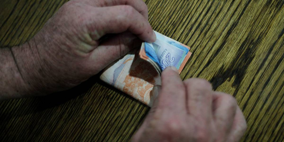 INE revela que 50% de los trabajadores en Chile ganó $400 mil mensuales o menos en 2018