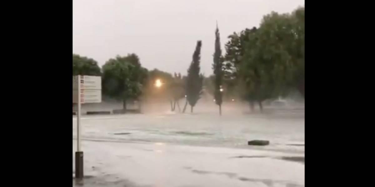 Granizada en Puebla deja calles tapizadas de hielo e inundaciones