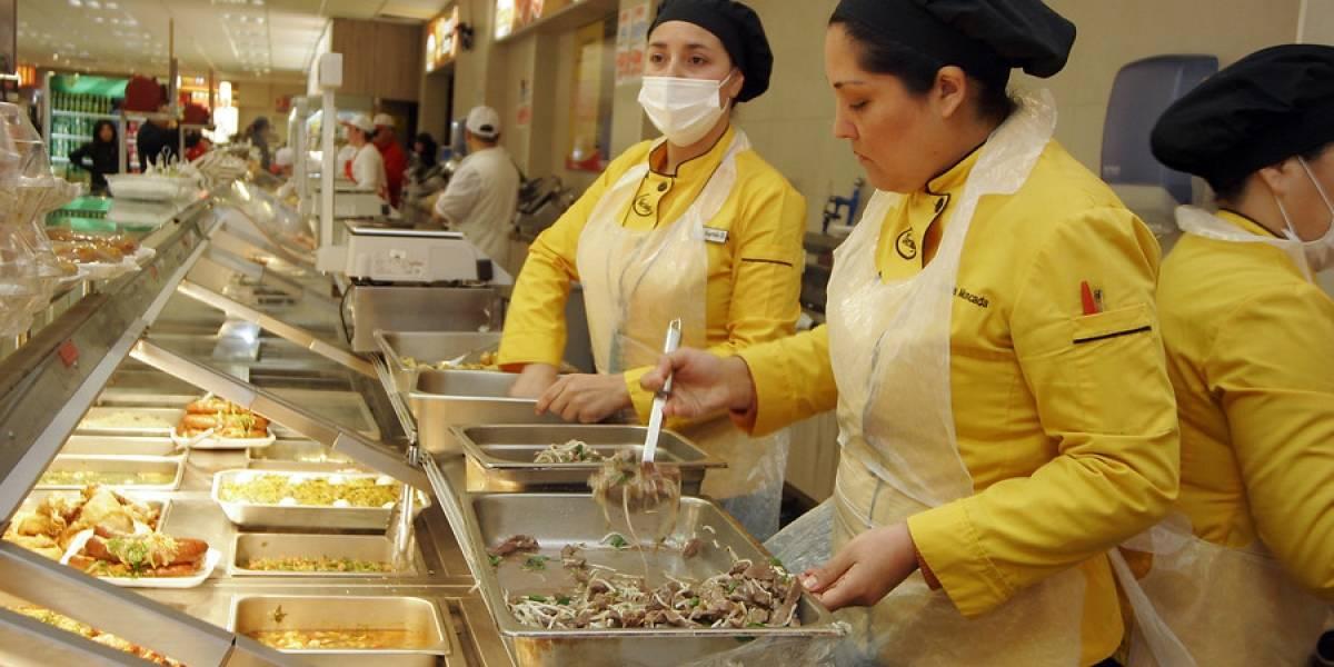 Más empleo para las mujeres: desocupación disminuye levemente en el trimestre mayo-julio