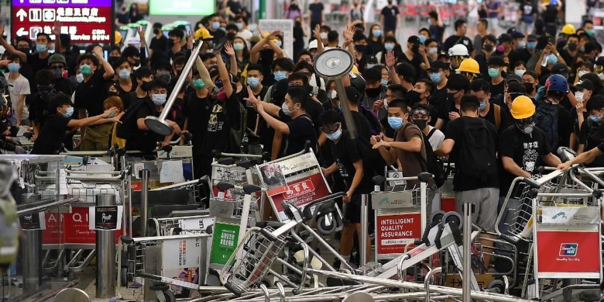 EN IMÁGENES. Caos en aeropuerto de Hong Kong por protestas y disturbios