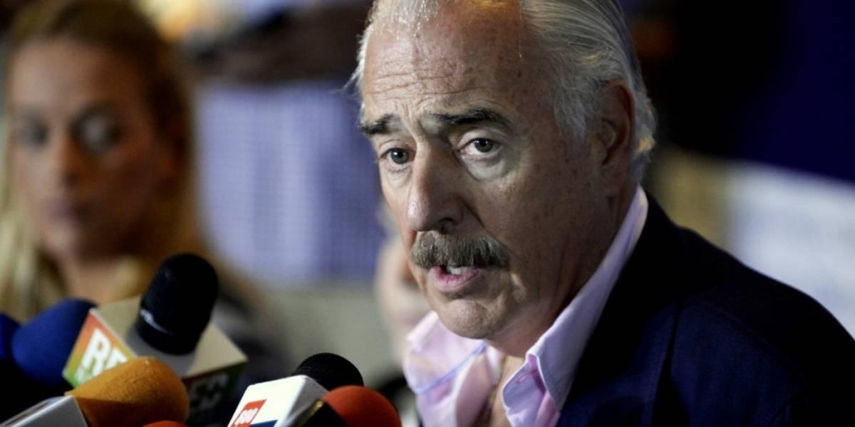 """Acusan a expresidente Pastrana devisitar""""isla de la pedofilia"""" de Epstein y así responde él"""