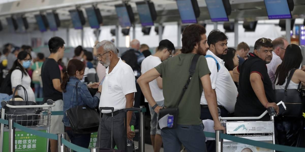 Manifestantes liberan aeropuerto de Hong Kong y se disculpan por retrasos