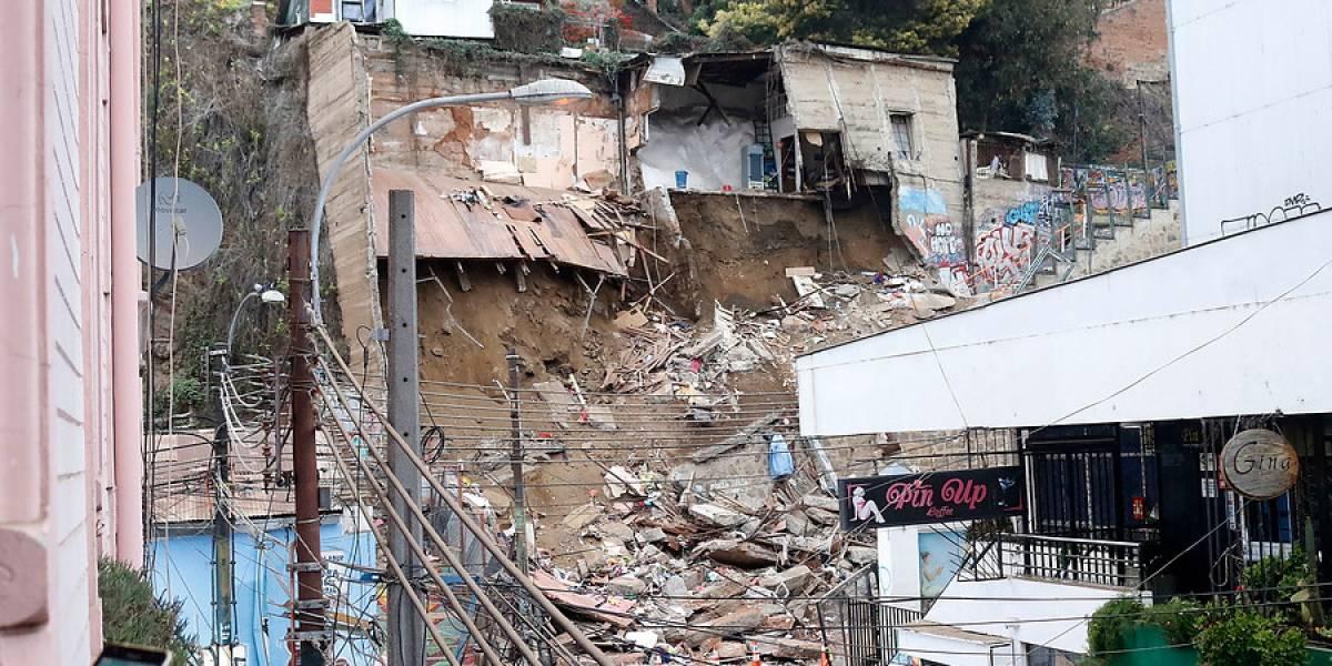 En honor a las 6 víctimas: Valparaíso declara duelo comunal de cinco días por derrumbe en el cerro Bellavista