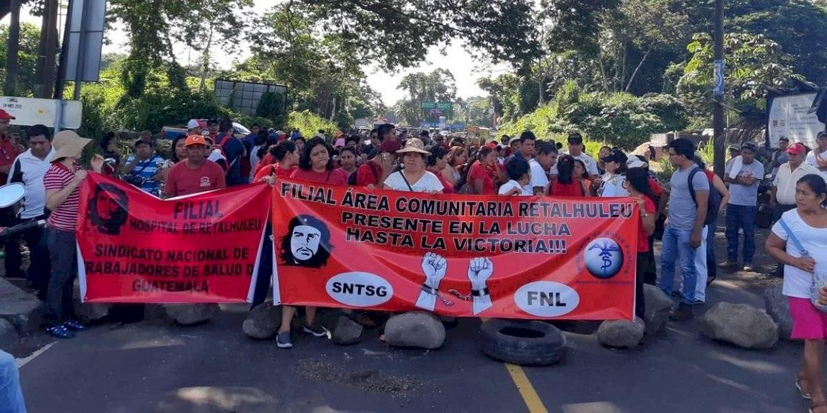 Salubristas mantienen bloqueos a nivel nacional