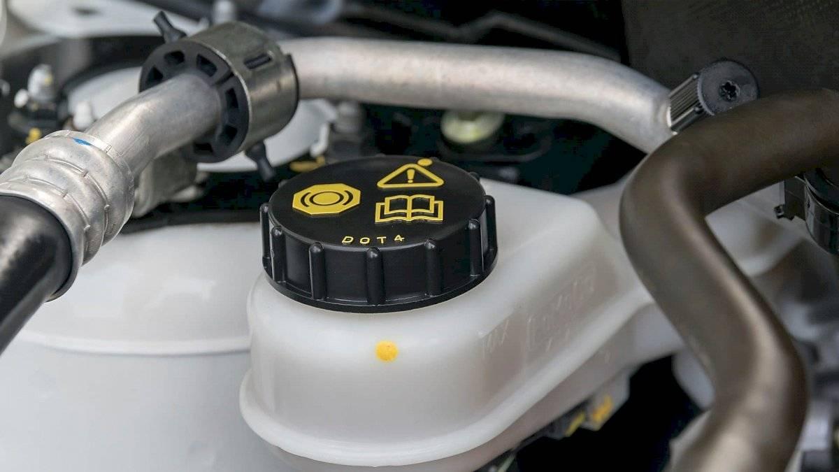 cambiar-liquido-frenos-auto