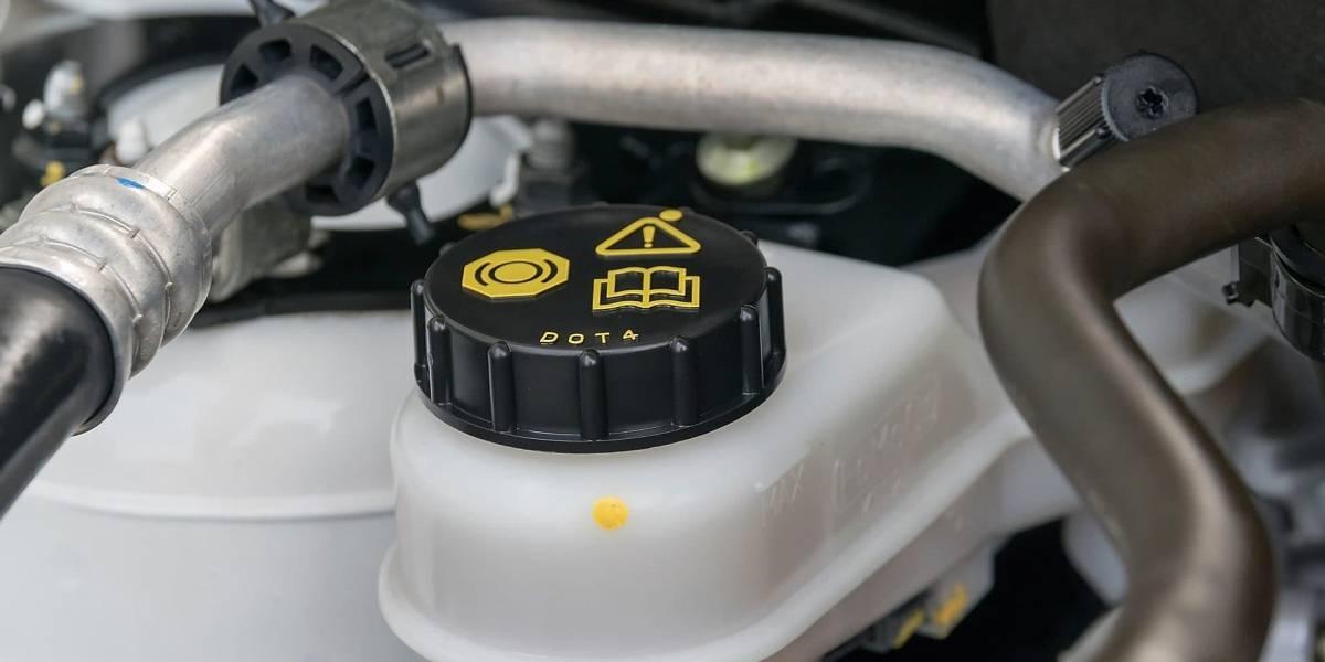 1. Los fluidos del auto: Líquido de frenos