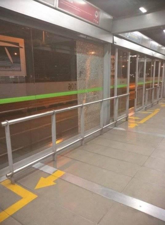 Cuatro estaciones de la troncal norte TransMilenio amanecieron con puertas y vidrios rotos