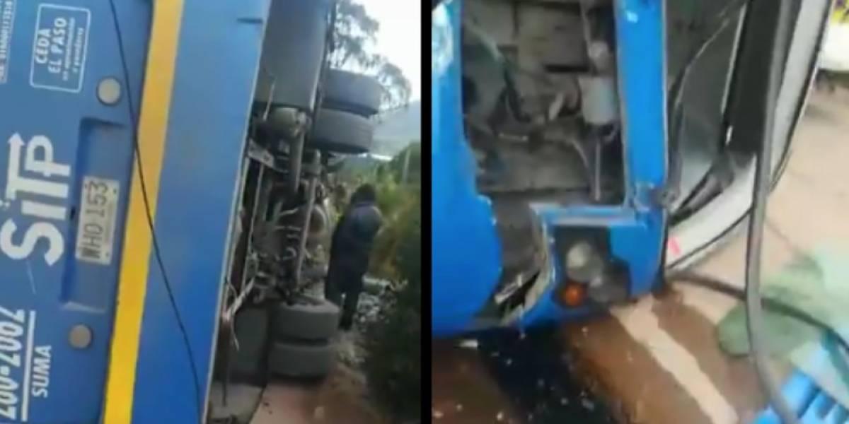 Bus del SITP chocó contra un poste y se volcó en el sur de Bogotá