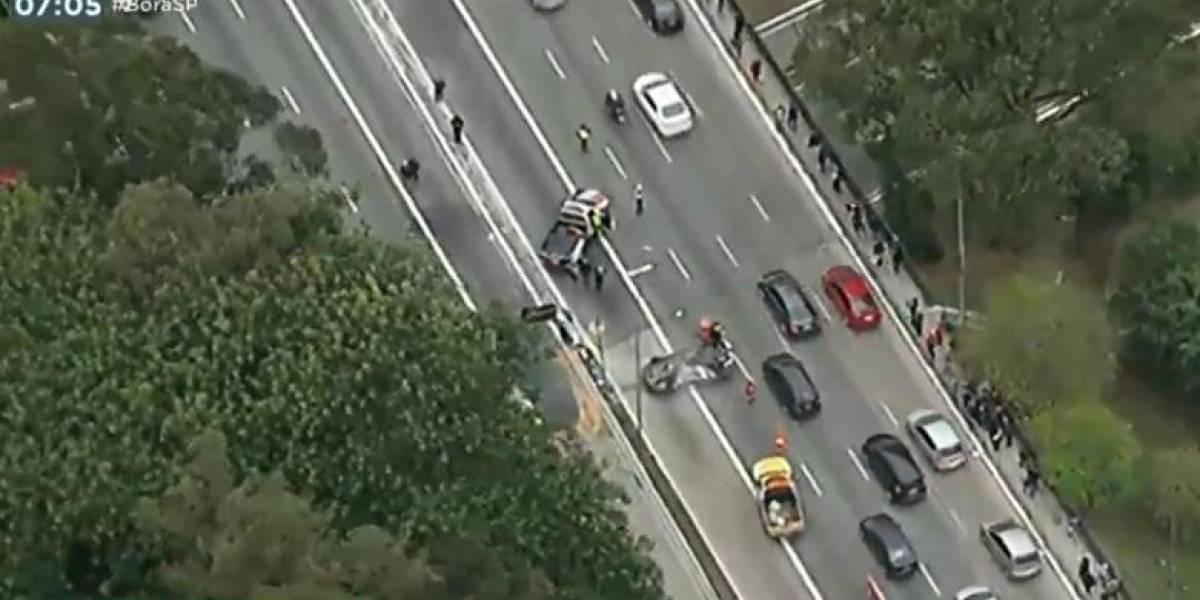 Acidente deixa cinco feridos na ponte do Socorro e trava trânsito na região