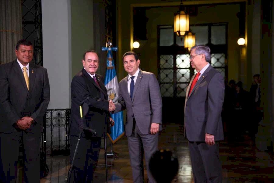 Alejandro Giammattei y Jimmy Morales se reúnen