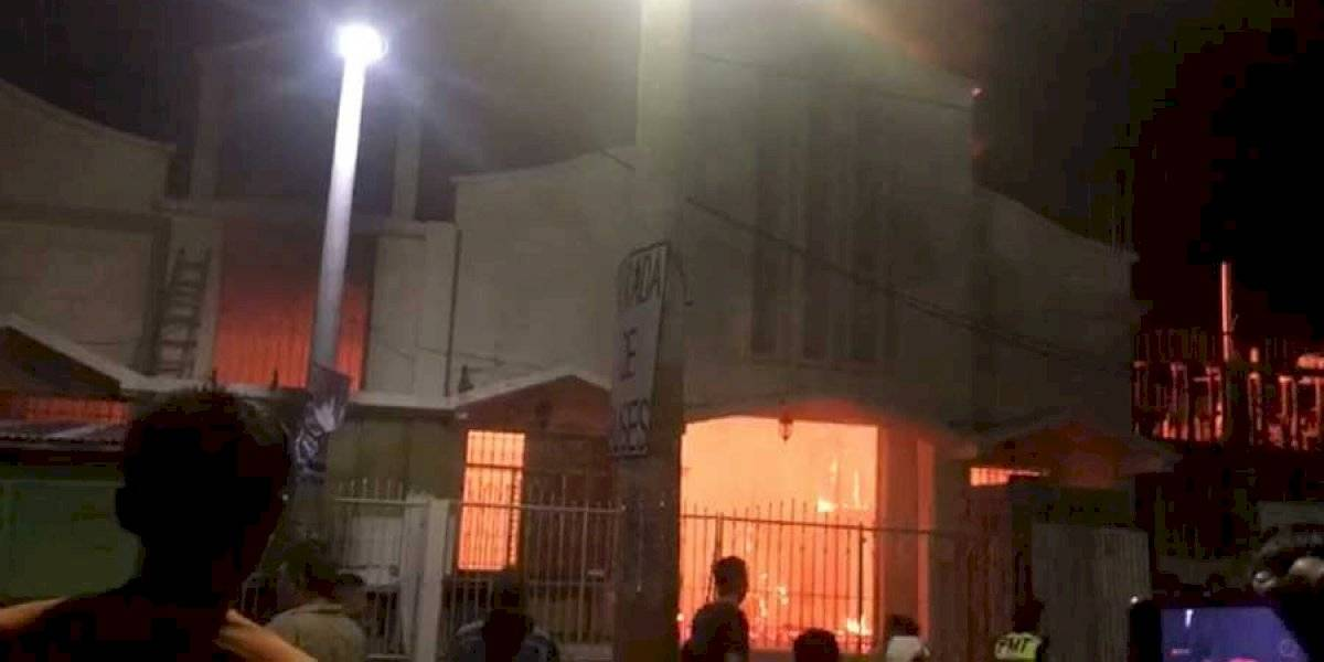 VIDEO. Voraz incendio destruye iglesia católica en Suchitepéquez