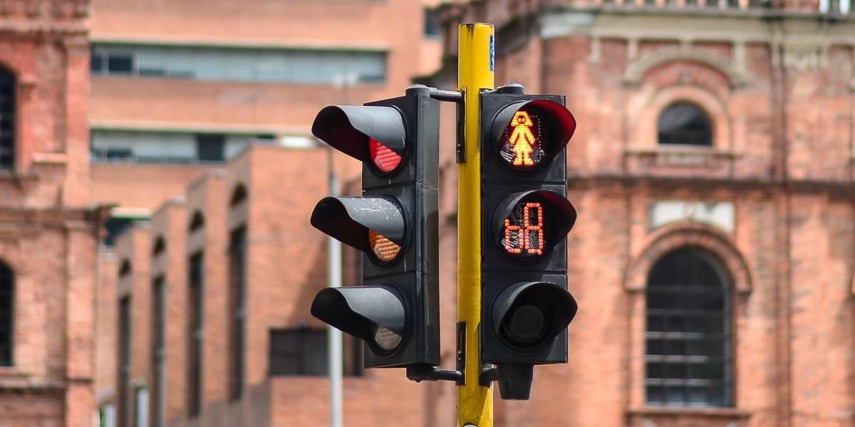 Un poco tarde: En Bogotá celebraron la instalación del primer semáforo con temporizador de la ciudad