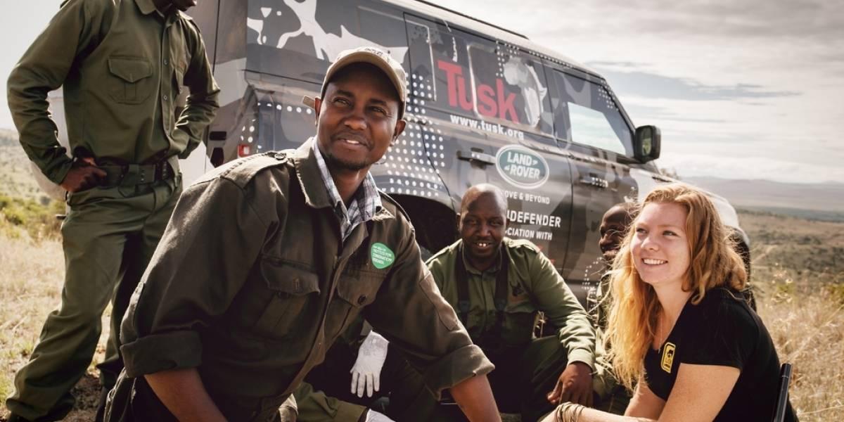 El nuevo Land Rover Defender ayuda a defender a los leones de África