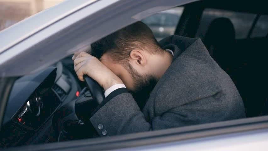 Llorar en el auto