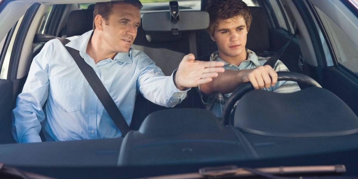Razones por las que es mejor aprender a manejar en un auto automático