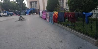 pobladores de Cajolá cumplen ocho días frente a Casa Presidencial