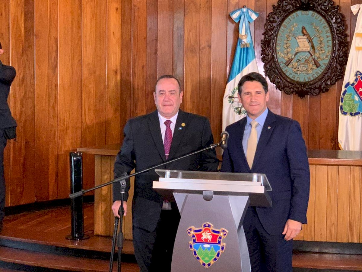 Alejandro Giammattei, presidente electo, y Ricardo Quiñónez, alcalde de Guatemala. Foto: Emisoras Unidas