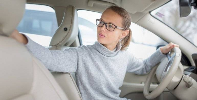 Razones por las que las mujeres se estacionan mejor