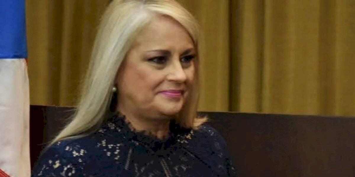 Gobernadora firma proyecto que restaura licencias para labores de alto riesgo