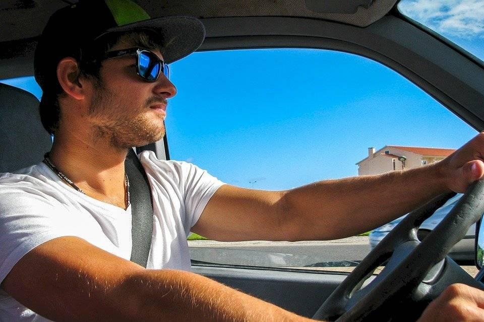 surfer-2089817_960_720 hombre conductor