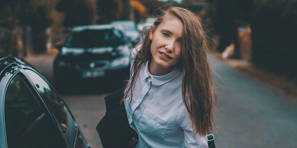 Mujeres solteras podrían conducir peor que las casadas, según aseguradoras