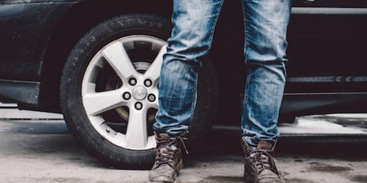 Tipos de zapatos que usas para manejar y que provocan accidentes